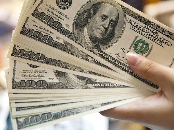 Эксперты назвали самые надежные валюты для вложения денег