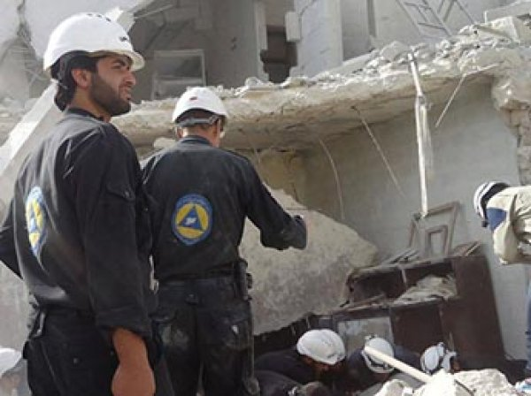"""Юная жертва химатаки в Сирии """"ожила"""" на видео """"Белых касок"""""""