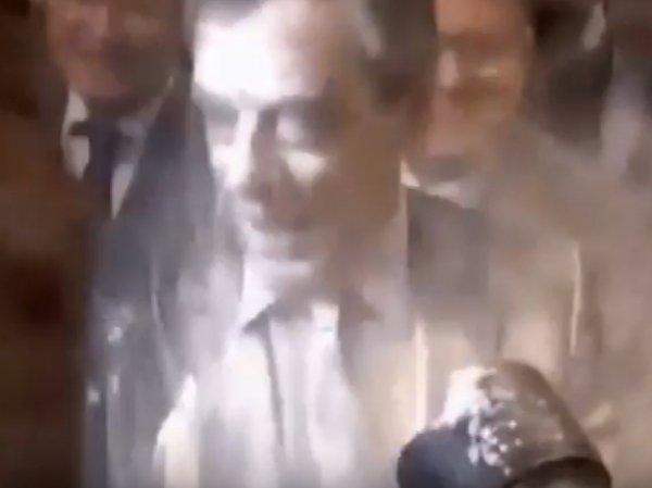 Франсуа Фийона обсыпали мукой перед началом встречи с избирателями в Страсбурге (ВИДЕО)