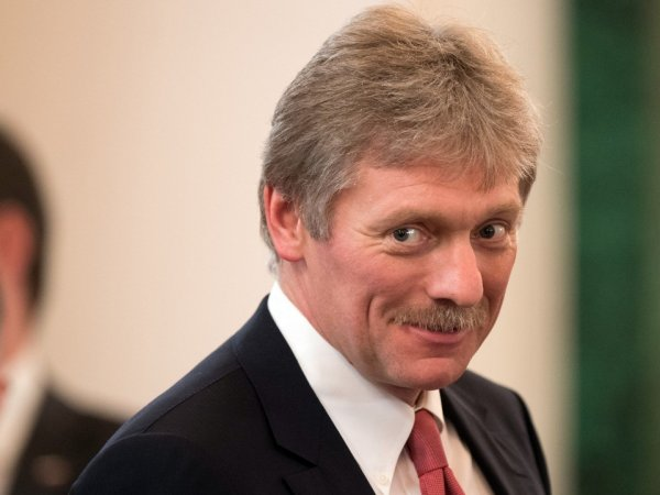 """Фото Путина с макияжем Песков назвал """"похабщиной"""""""