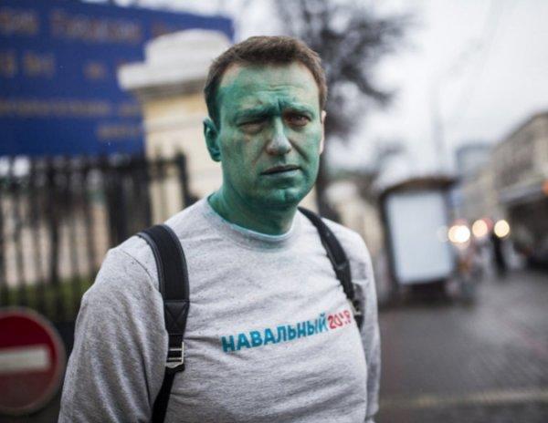 На YouTube появилось ВИДЕО нападения на Навального с зеленкой в Москве