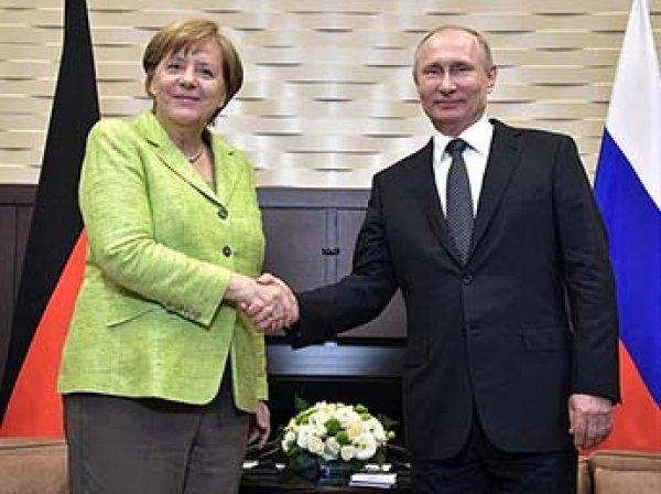 Меркель в Сочи попросила Путина защитить права геев в Чечне