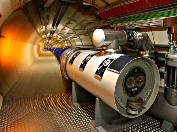 """Ученые: конец света может наступить 15 мая, если БАК откроет """"врата Ада"""""""