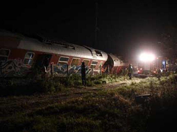 В Греции поезд сошел с рельсов и протаранил дом: четыре человека погибли (ФОТО)