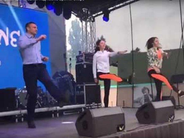 """Сеть развеселило ВИДЕО танцев Кличко для волонтеров """"Евровидения"""" под Бритни Спирс"""