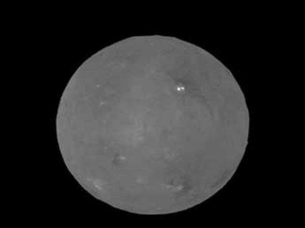 Зонд НАСА показал ВИДЕО вращающейся в лучах Солнца Цереры
