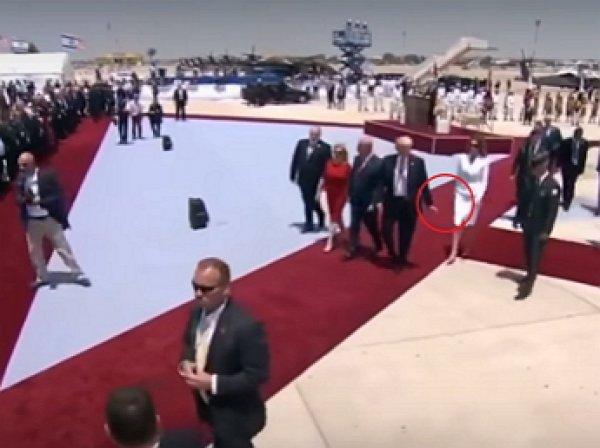 Меланья Трамп отшвырнула руку Трампа во время официального визита в Израиль