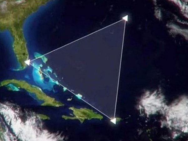 СМИ: в Бермудском треугольнике пропал самолет