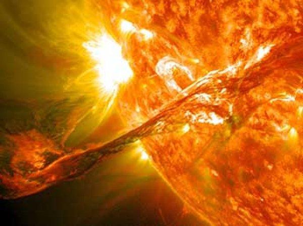 NASA показало ВИДЕО, как сразу три НЛО промчались мимо Солнца