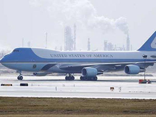СМИ узнали о риске взрыва на борту самолета президента США