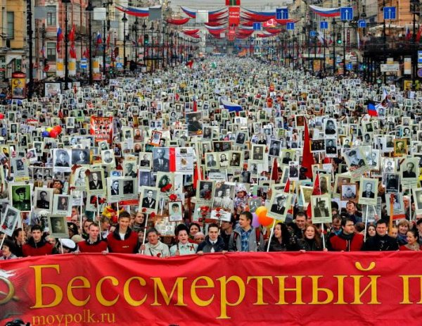 """""""Бессмертный полк"""" 2017 в Москве: где пройдет маршрут 9 мая, регистрация на шествие (ВИДЕО)"""