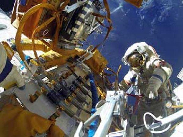 Астронавты НАСА на МКС начали выход в открытый космос (ВИДЕО)