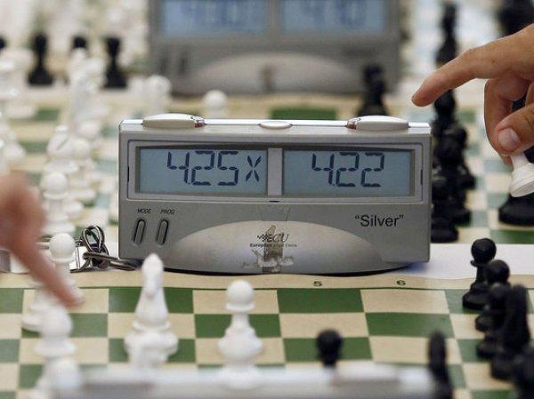 """В Малайзии 12-летнюю шахматистку сняли с турнира за """"откровенное"""" платье"""