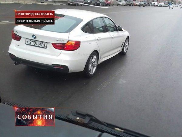 В Нижнем Новгороде автохам на BMW 40 минут подрезал школьный автобус (ВИДЕО)