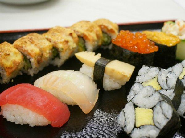Ученые назвали главную опасность суши и роллов
