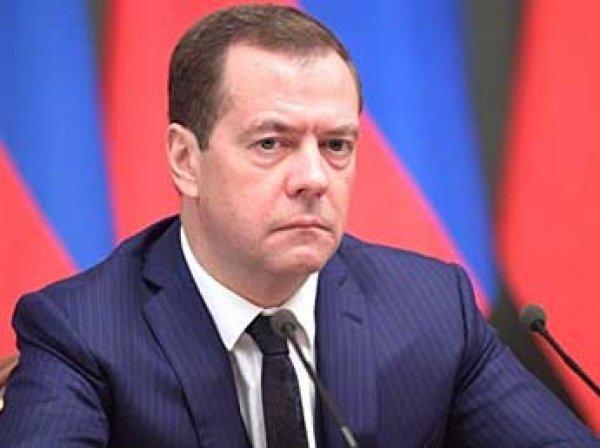 Медведев распорядился повысить МРОТ до прожиточного минимума