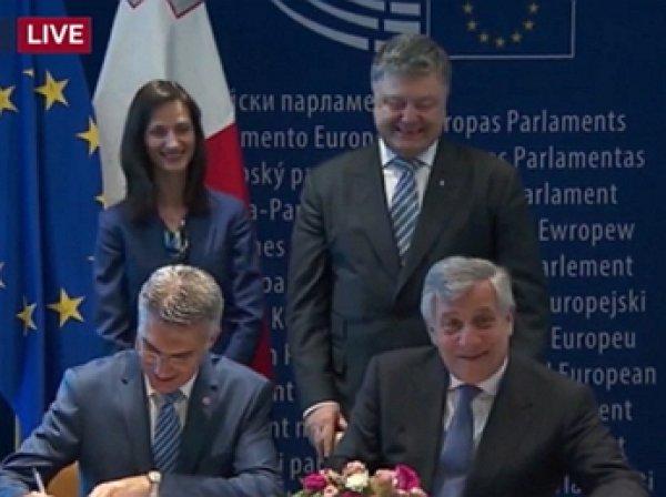 Эмоциональная реакция Порошенко на отмену визового режима с ЕС попала на видео