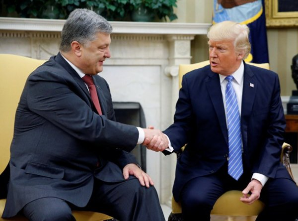 """""""20 минут восхищений"""": на встрече с Порошенко Трамп """"не так"""" назвал Украину"""