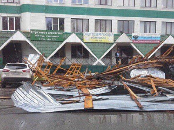 Ураган в Тольятти сорвал крышу с торгового центра (ФОТО, ВИДЕО)