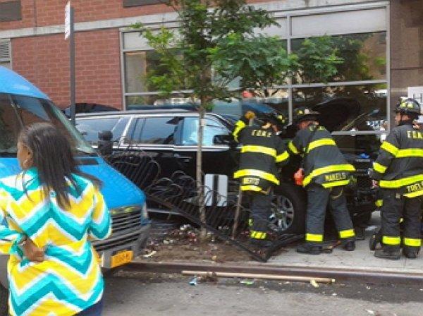 Автомобиль протаранил в толпу на Манхэттене: пострадали 10 человек