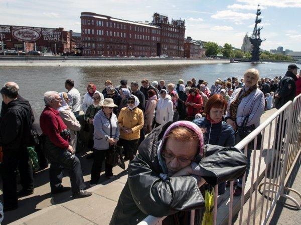 Очередь к мощам Николая Чудотворца в Москве онлайн может составлять 12 часов