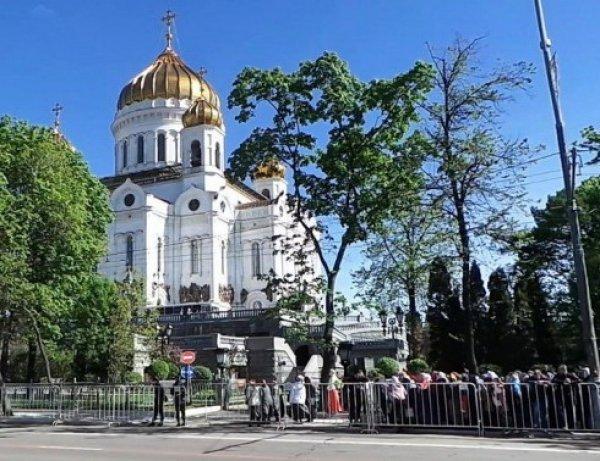 В небе над храмом Христа Спасителя разглядели лик Николая Чудотворца (ФОТО)