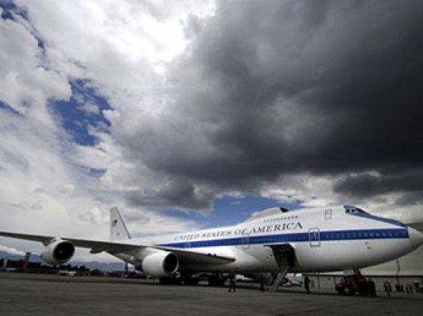 """В США торнадо повредило два самолета """"судного дня"""""""