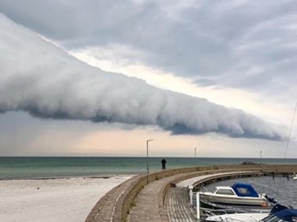 """""""Апокалипсическое облако"""" привело в панику жителей Швеции (ФОТО)"""