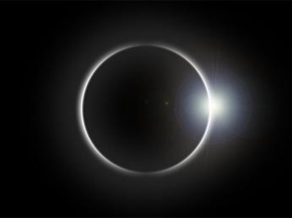 СМИ: осенью 2017 Земля на две недели погрузится во мрак, а Солнце станет синим