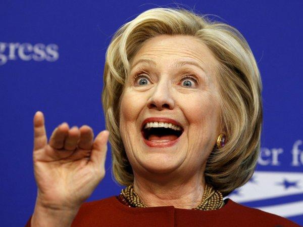 "Клинтон назвала опечатку Трампа в Twitter ""скрытым посланием русским"""