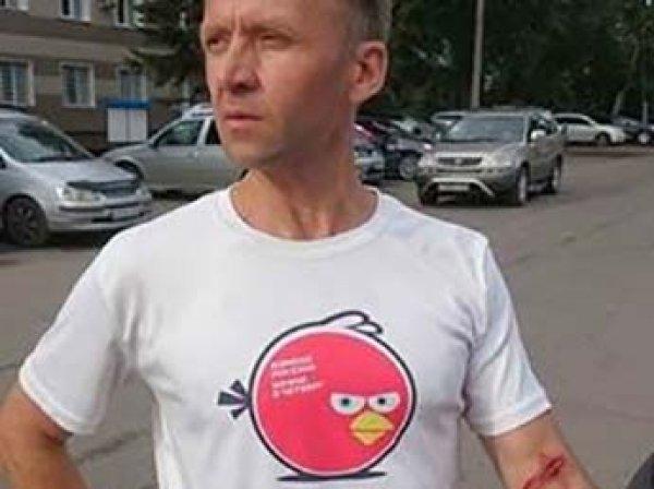 В Барнауле координатора штаба Навального ударили ножом, а офис подожгли (ФОТО)