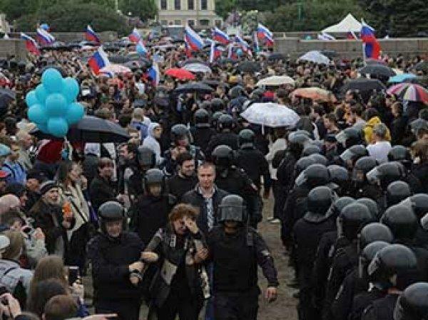 Бойца Росгвардии пырнули ножом на антикоррупционном акции 12 июня