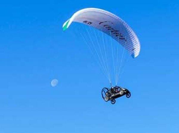 Француз перелетел Ла-Манш по небу на автомобиле (ФОТО)