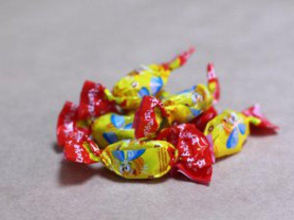 """В Чите дети попали в больницу, съев конфеты """"Бешеная пчелка"""" фабрики Порошенко"""