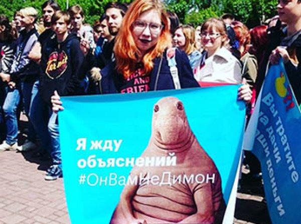 Митинг 12 июня 2017 в Москве Навальный призвал перенести на Тверскую. В мэрии это расценили как провокацию