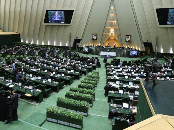В Иране неизвестные открыли стрельбу в парламенте страны и мавзолее Хомейни: есть жертвы