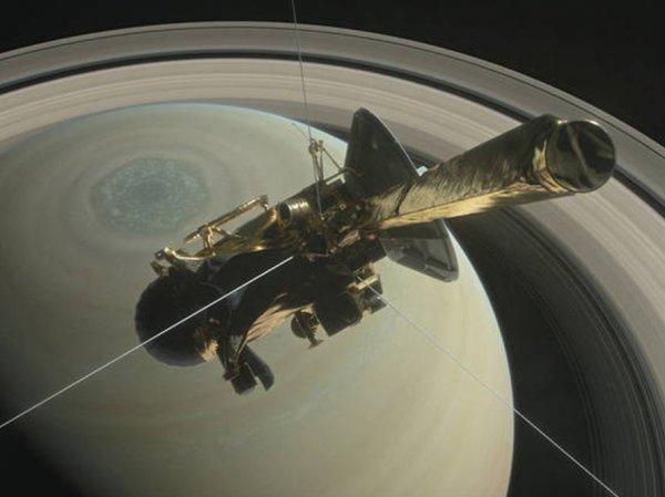 """""""Кассини"""" передал уникальные фото заката на Сатурне"""