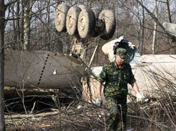 В гробу разбившегося под Смоленском Леха Качиньского нашли фрагменты тел еще двух человек