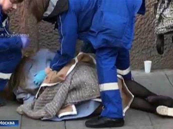 «Откуда ты взялась!»: в Москве водитель, сбив девушку на тротуаре, набросился на нее (ВИДЕО)