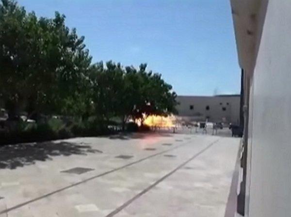 Момент взрыва на территории мавзолея имама Хомейни в Тегеране попал на ВИДЕО