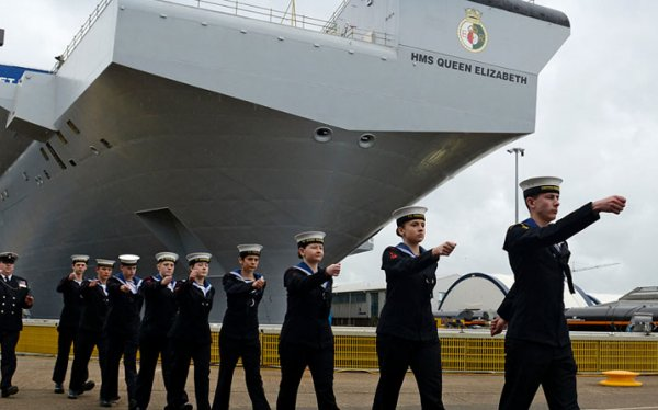 """Минобороны РФ: Британский авианосец """"Королева Елизавета"""" – удобная крупногабаритная морская цель"""