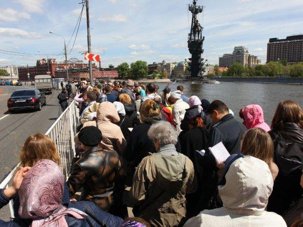 Очередь к мощам Николая Чудотворца в Москве можно отследить онлайн