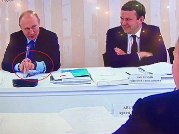 """""""С ними же жить невозможно будет!"""": Путин испытал браслет, измеряющий уровень стресса"""