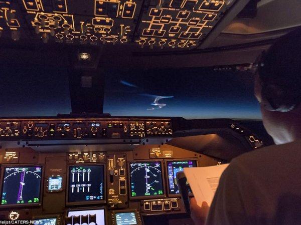 Пилот Boeing 747 выложил фото, как их лайнер чуть не сбила в Китае баллистическая ракета