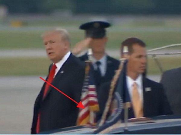"""YouTube ВИДЕО: """"потеряшка"""" Трамп не узнал свой лимузин, припаркованный прямо у трапа самолета"""