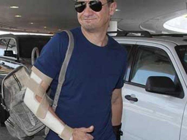 "Голливудский актер Джереми Раннер сломал обе руки на съемках ""Мстителей"""