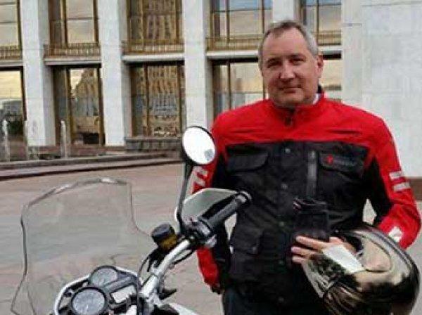 «Ленка — голая коленка»: Рогозин по дороге на Байконур написал песню (ВИДЕО)
