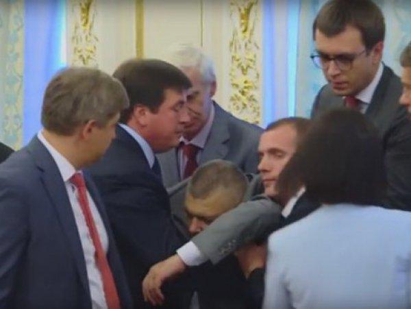 Глава Госпогранслужбы потерял сознание на встрече Порошенко и Лукашенко