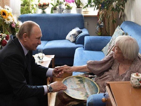 Алексеева назвала монтажом видео с целованием рук Путина
