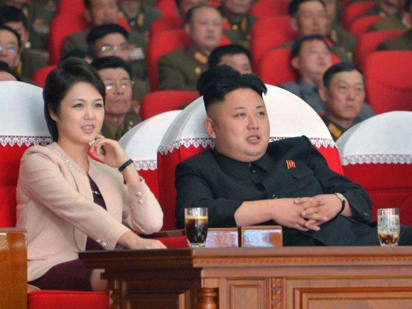 Ким Чен Ын с женой побывал на приеме в честь успешного испытания МБР
